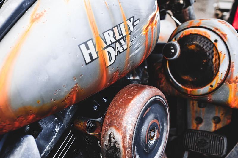 錆たガソリンタンク